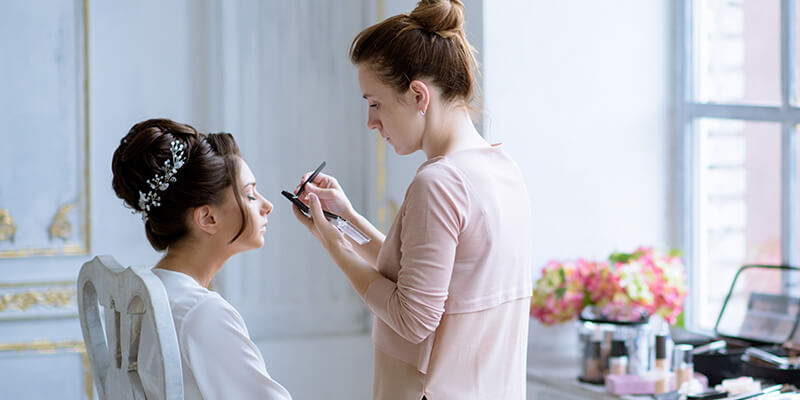 makeup artist doing brides makeup